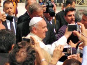 Paavi Franciscus I ja väentungos.