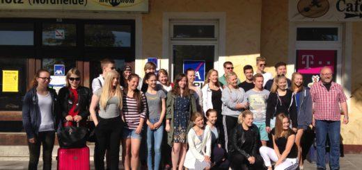 Projektiryhmä saksalaisisäntineen Buchholzin asemalla. Oikealla isäntämme Andreas Broch. Kuvat: Pasi Ketolainen