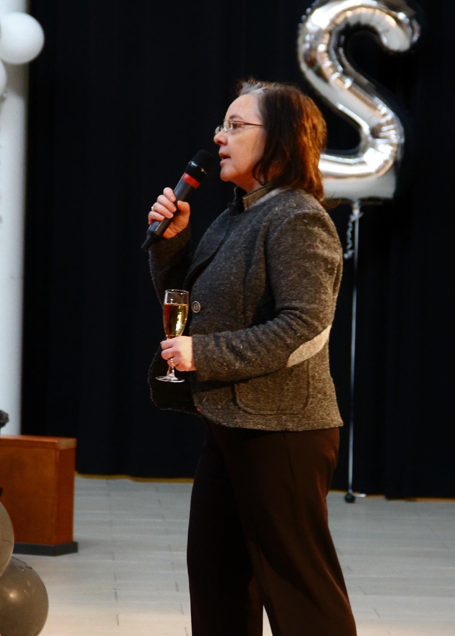 Rehtori Marja-Liisa Lehtiniemi vuoden takaisissa penkkarikemuissa.